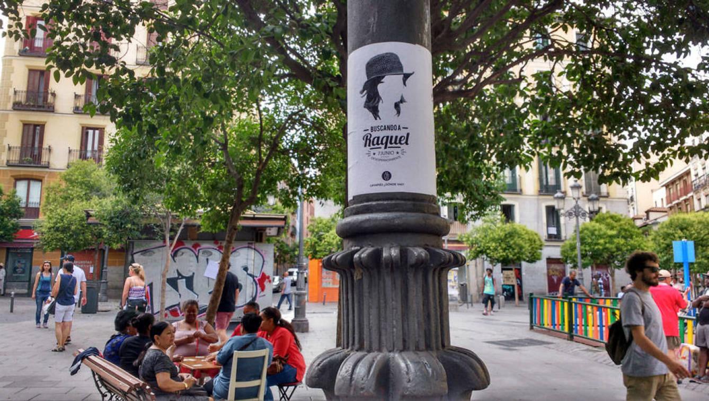 El colectivo Lavapiés, ¿dónde vas? empapeló el barrio de carteles buscando a Raquel.