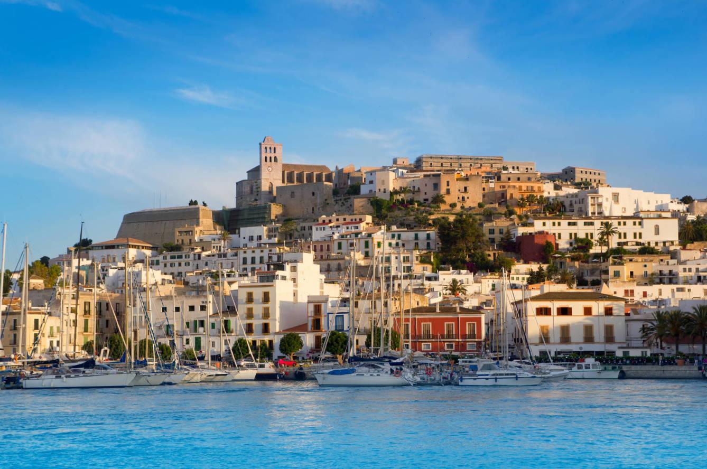 Vista de Ibiza desde el mar.
