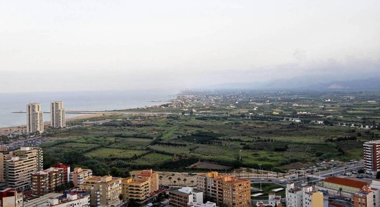 Zona en la que se ubicará el PAI Bega-Puerto, que prevé la construcción de 33 torres de 25 alturas, un hotel de 40 plantas en un espacio de 610.340 metros cuadrados y un nuevo puerto deportivo. (EFE)