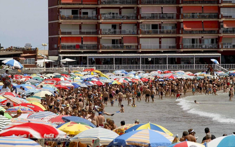 Playa de 'Los Locos' de Torrevieja (Alicante). Foto: Efe.