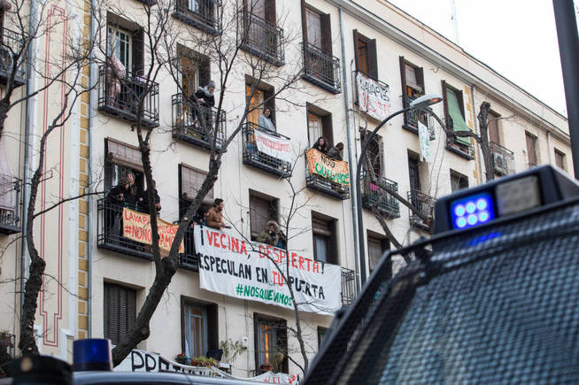 Proceso de desalojo del edificio Argumosa 11 de Madrid. (D.B.)