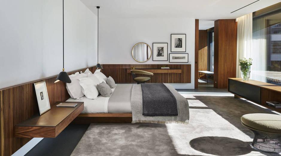 Dormitorio diseñado y decorado por Marcio Kogan.